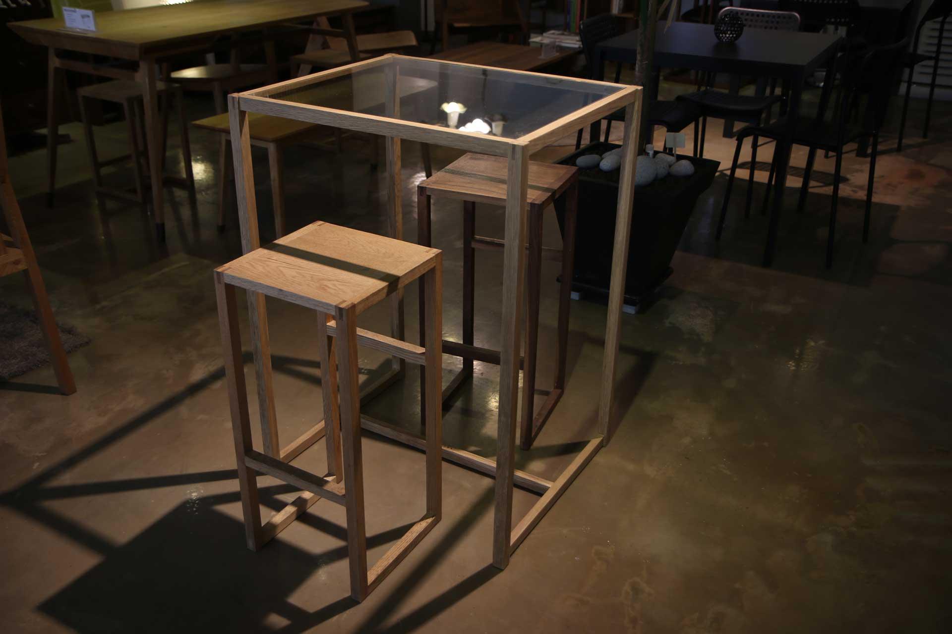 Furnishing/Bar table
